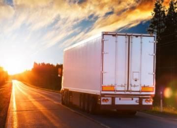 Nákladní dopravci jezdí stále kratší trasy, cest do ciziny ubývá