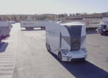 V terminálu DB Schenker v Jönköpingu začal jezdit elektrický náklaďák bez řidiče