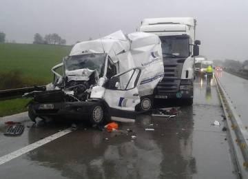Srážka 11 aut uzavřela dálnici D1, provoz bude obnoven až v poledne