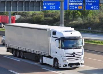 Povinný odpočinek i výše mzdy. Aplikace české firmy pomůže kamionům při cestách do zahraničí