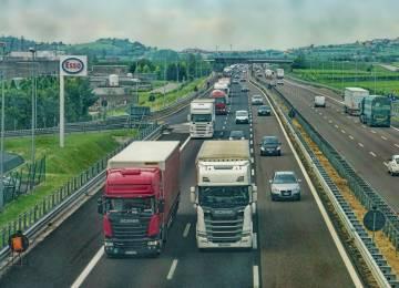 Kolik dostanu za řízení kamionu v cizině? Česká aplikace spočítá mzdu podle zemí